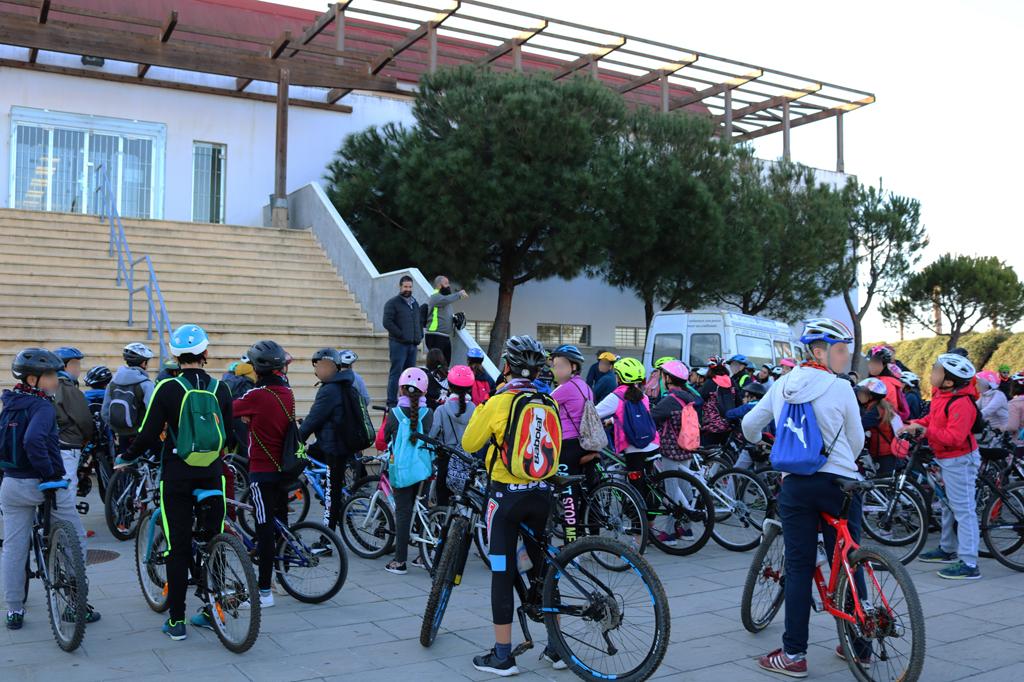 Los escolares cartayeros celebran el Día de la Bicicleta, en Las Cumbres.