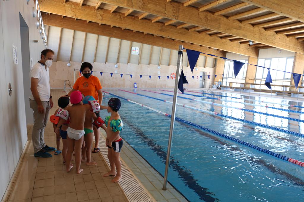 Cerca de un centenar de menores participan en el Campus Deportivo de Verano que se desarrolla en las instalaciones municipales