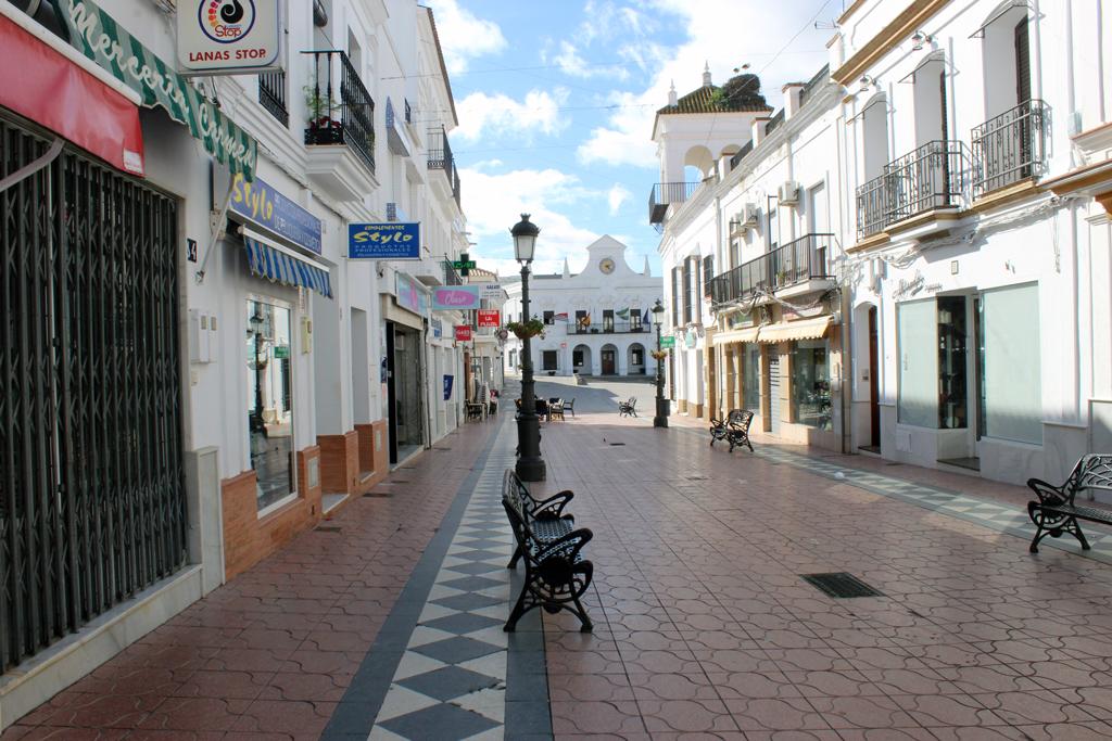 El Ayuntamiento informa del cierre de la actividad no esencial durante 14 días en Cartaya, según establece la Junta de Andalucía, al tener una incidencia de 1.001 casos de COVID-19 por cada 100.000 habitantes.