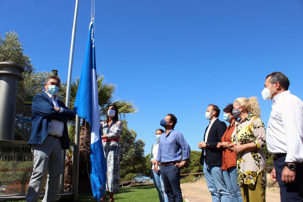 """El Ayuntamiento destaca la bandera azul de la ADN de Nuevo Portil, """"ejemplo de la apuesta por la calidad de nuestro destino turístico"""""""