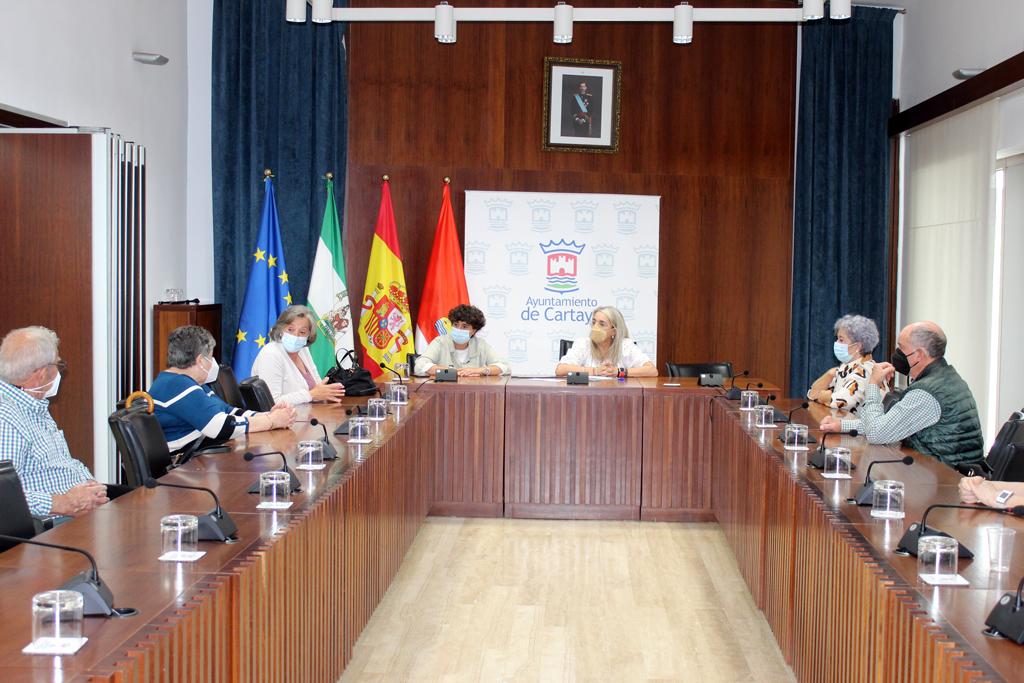 El Ayuntamiento aborda la puesta a punto de los centros de mayores de Cartaya y El Rompido con el colectivo