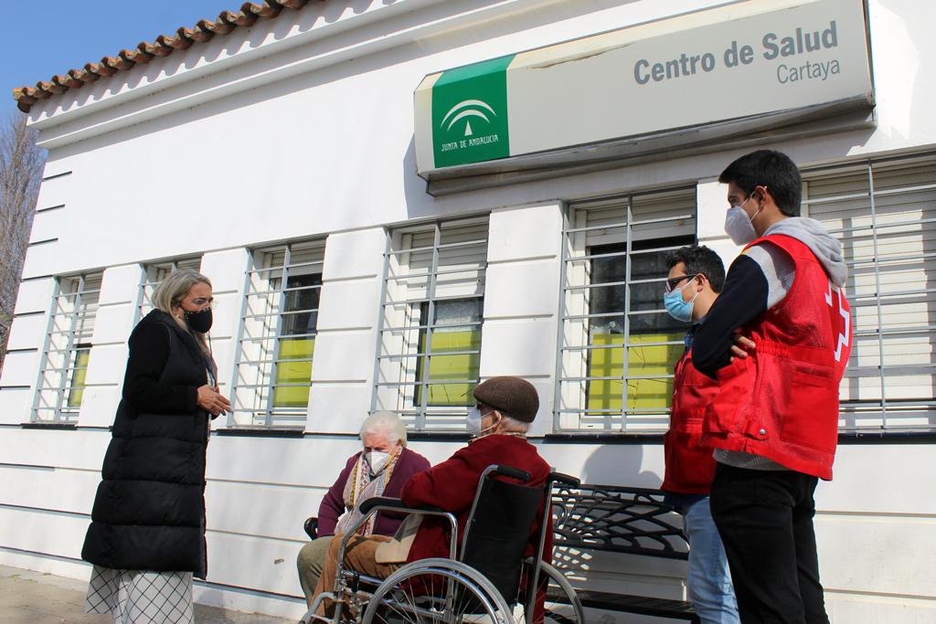 La alcaldesa ofrece a Salud nuevamente las instalaciones municipales para la vacunación con el objetivo de evitar desplazamientos