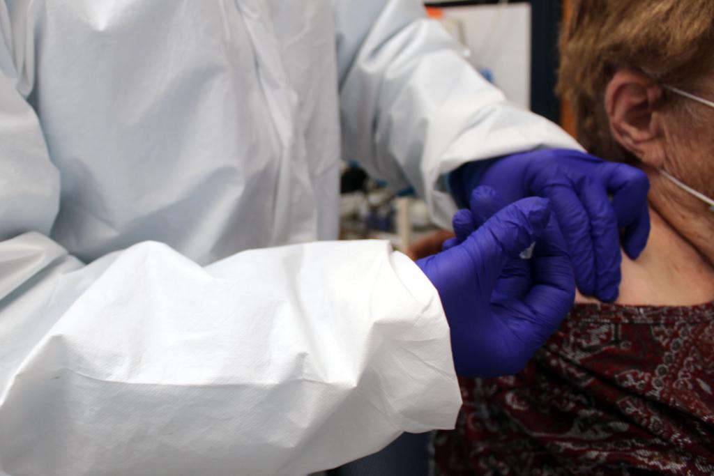 El Centro de Salud de Cartaya acelera el ritmo de vacunación entre las personas por debajo de 80 años